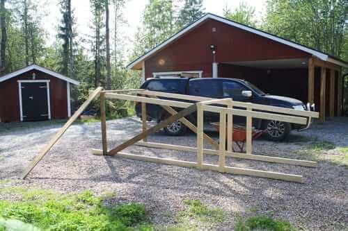 Bygge av jakttorn som skall användas till älgjakten