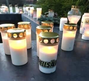 gravljus tända till minne av vår kära väns bortgång