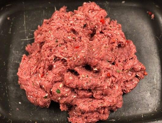 blandad köttfärs tillkorv