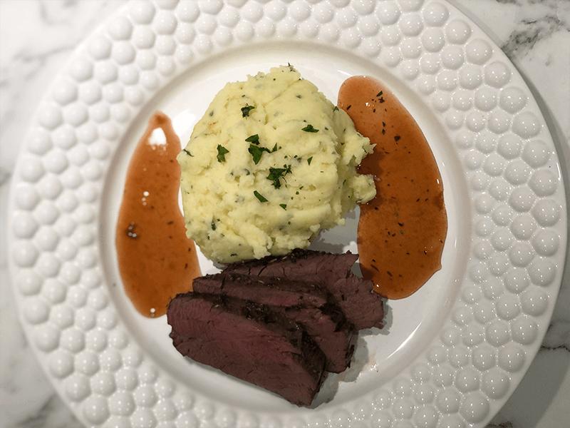 Älgfilé och rostad vitlök med potatismos