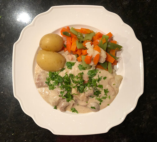 pepparrotskött på älg med potatis och kokta grönsaker